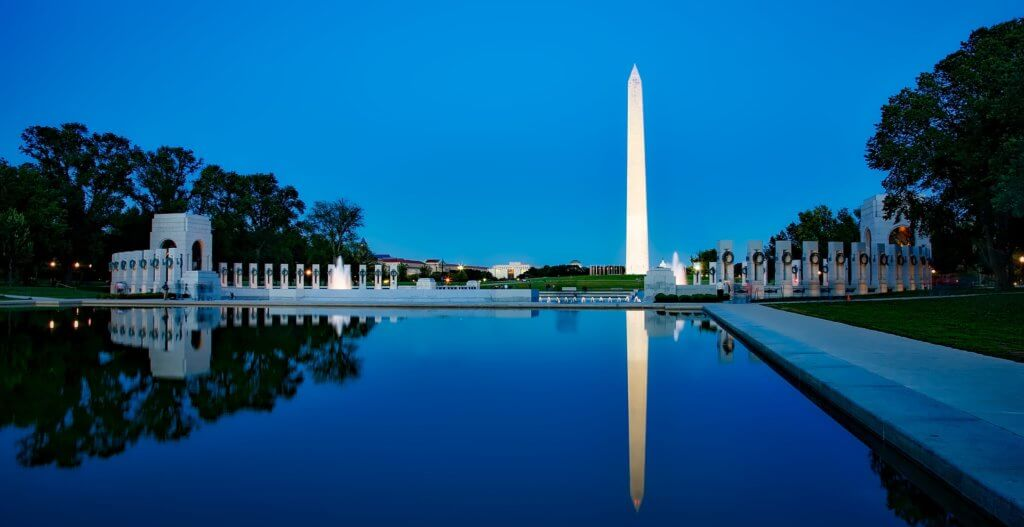 USA Bucket List for families featured by top US family travel blog, Travel With a Plan:: Washington monument.