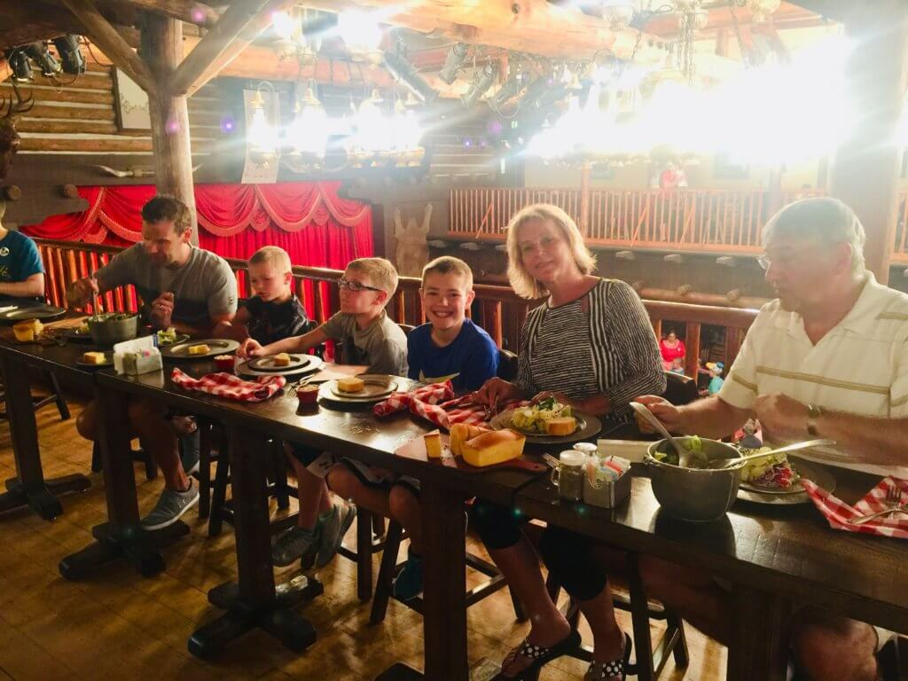 Top US family travel blog, Travel With A Plan, shares their Hoop-Dee-Doo Musical Revue review with its readers!
