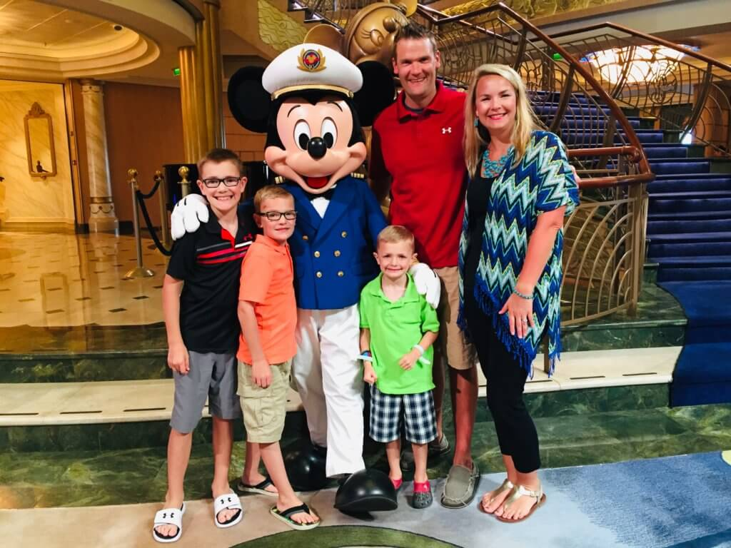Find out how to work with Top US family travel blog, Travel With a Plan: disney cruise family photo