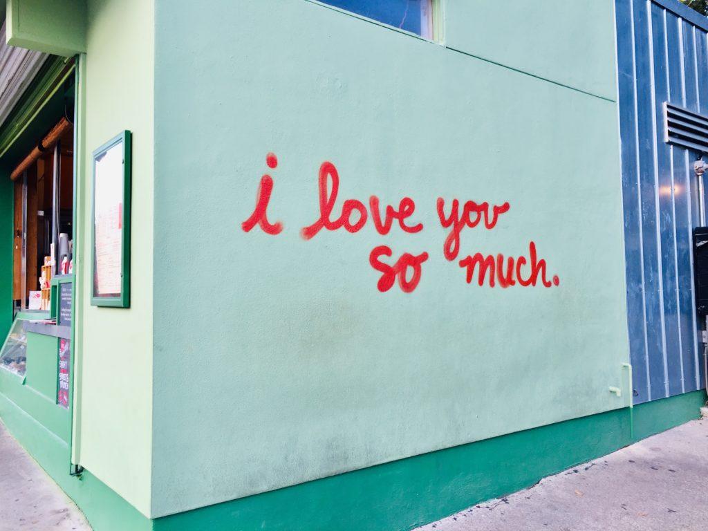 Top US Travel Blog highlights a girls weekend in Austin TX: murals