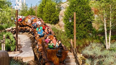 Top US Travel Blog, Travel With A Plan features the 5 Best Rides to Fastpass at Magic Kingdom!