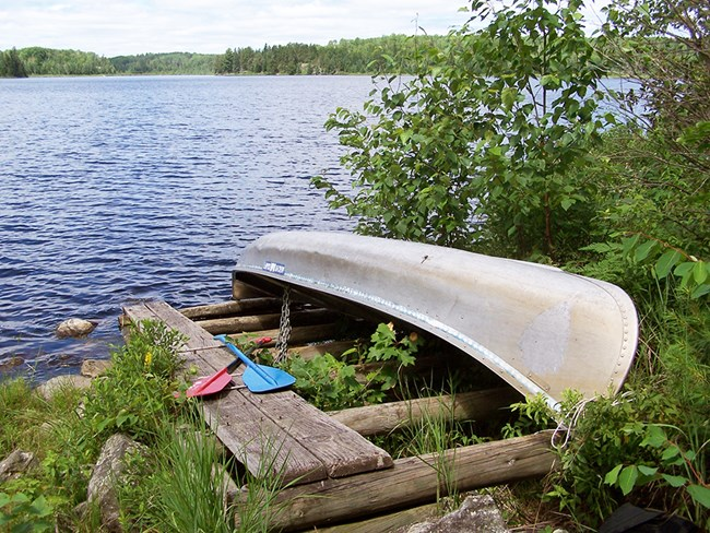 Check our our ultimate guide to Voyageurs National Park lodging and everything that you need to know about where to stay!  Get our tips of the best things to do and where to stay during your Voyageurs National Park getaway!  From Top U.S. family travel blog Travel With a Plan, and Minnesota native!  #voyageursnationalparkminnesota #voyageursnationalparkcamping #voyageursnationalparkhouseboats #voyageursnationalparklodging #voyageursnationalpark #wheretostayinvoyageursnationalpark