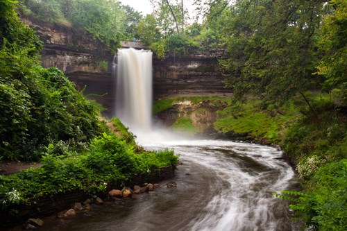 Top U.S. family travel blog Travel With A Plan details their Minnesota Bucket List!  As Minnesota natives, we detail the 13 absolute best things to do in Minnesota!  From panoramic lake views to historic towns and caves, look no farther for the best things to do in Minnesota. #minnesotabucketlist #minnesotabucketslistideas #minnesotabucketlistthingstodo #bestthingstodoinMinnesota #midwesttravel