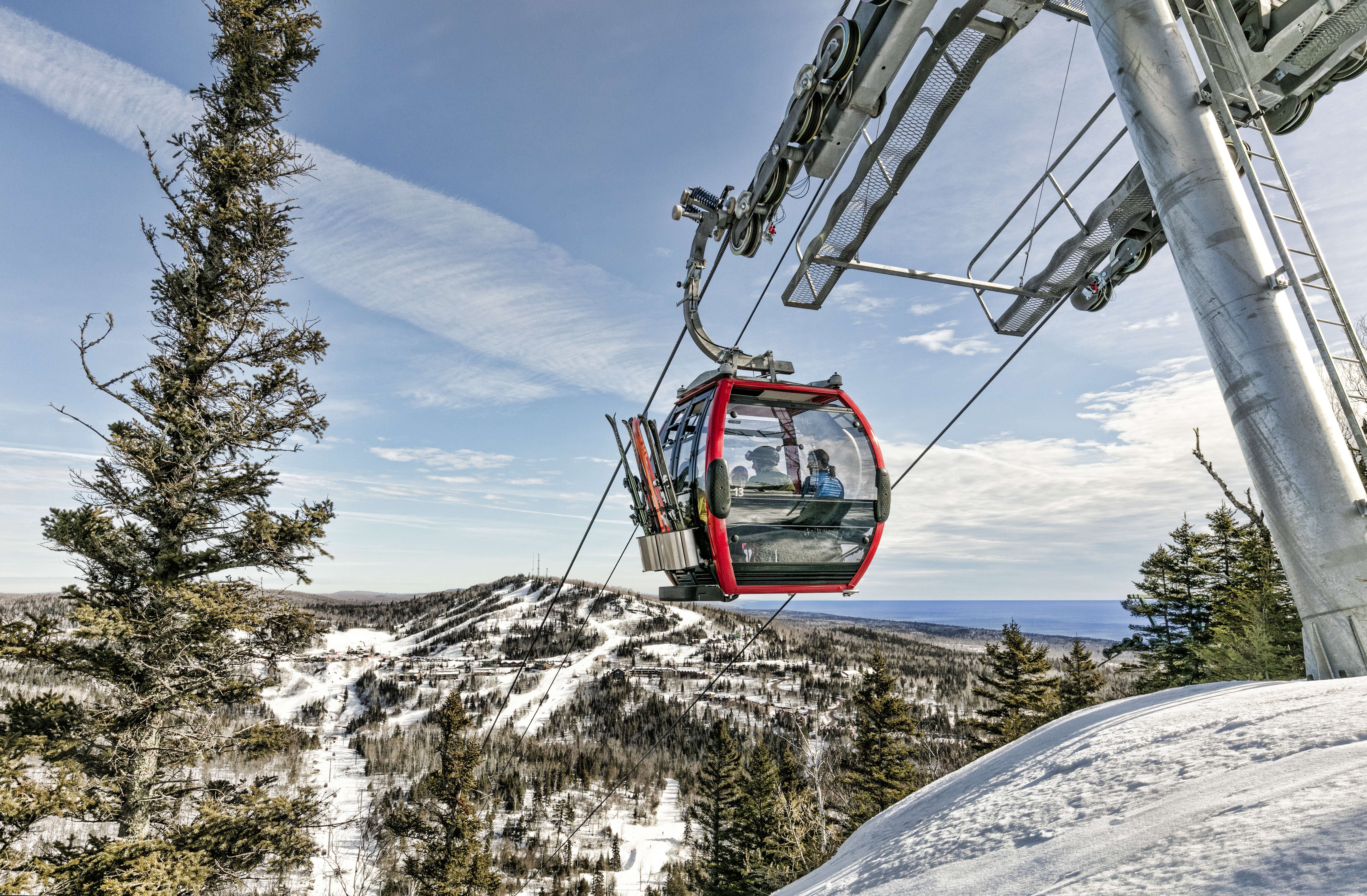 Summit Express Gondola - Skiing in Minnesota