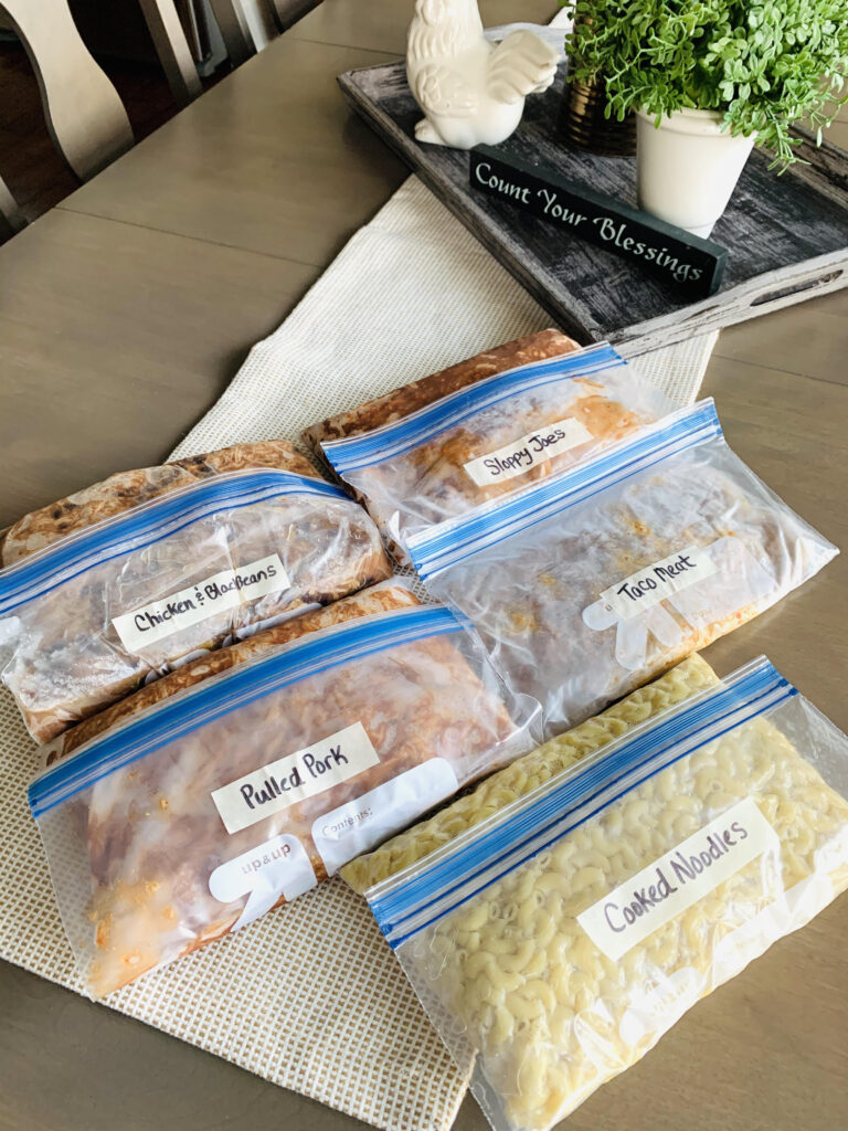 Click here to discover 5+ recipes for easy and healthy hotel room meals that are perfect for while you travel.  Great tips from Top US Family Travel Blog, Travel With A Plan!