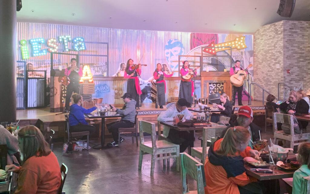 Live mariachi band!